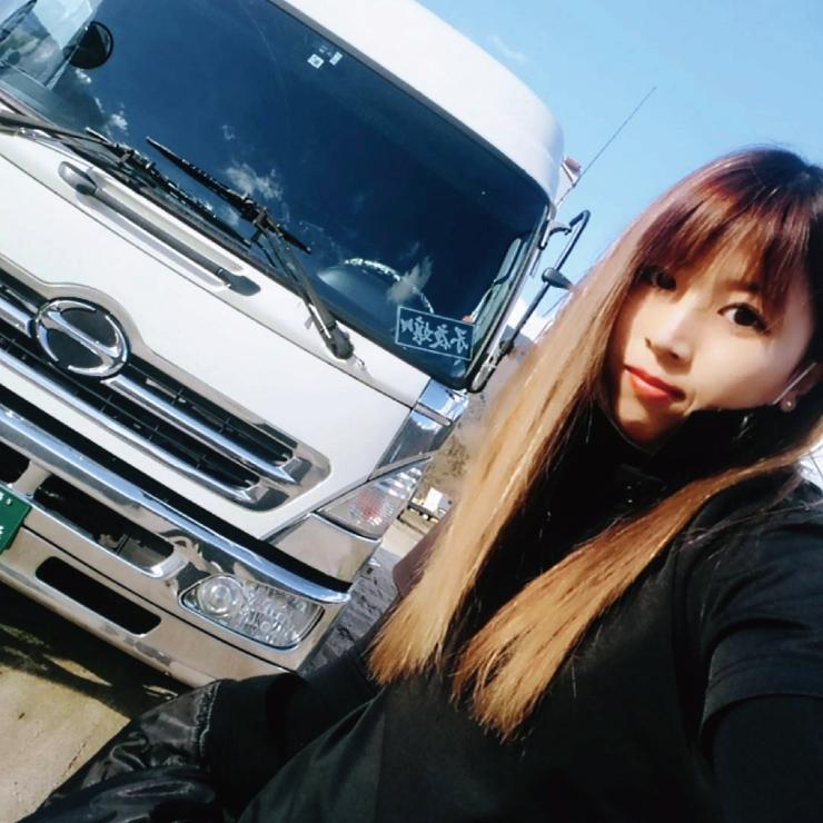 トラック 女性ドライバー
