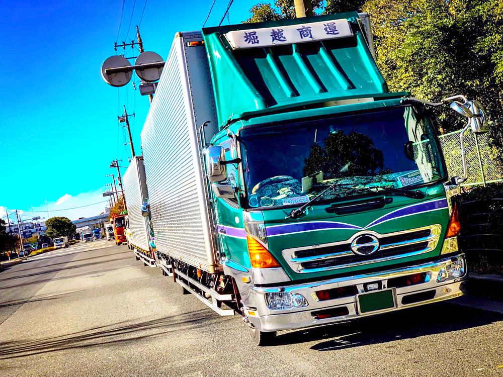 lady5_truck17