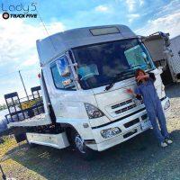 日野トラックとつなぎ女子