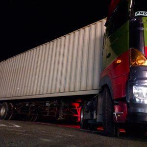 lady5_truck20